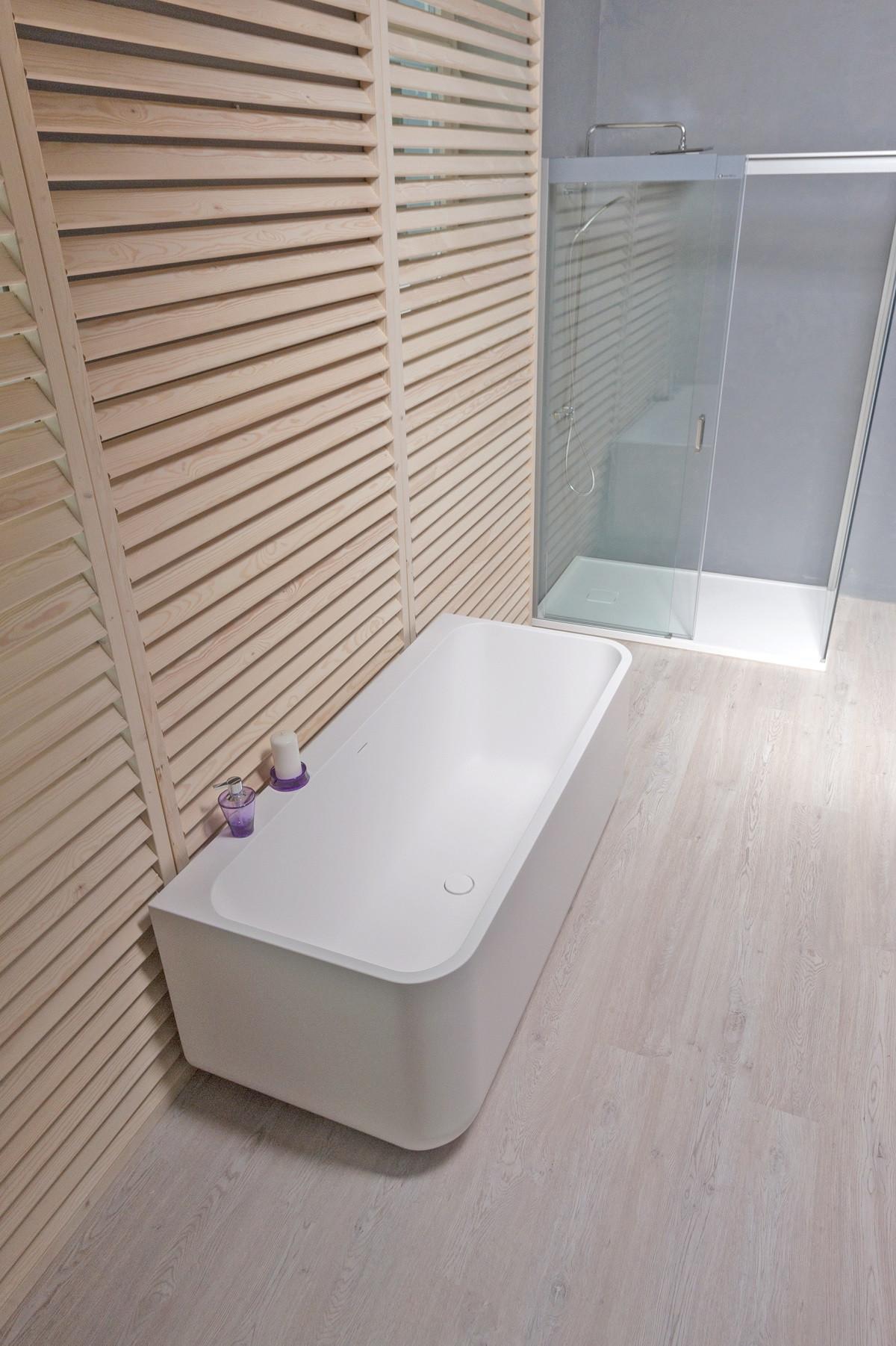 Aquatica SNCR-Wll-Wht Sincera™ Wall-Mounted AquaStone™ Bathtub in White